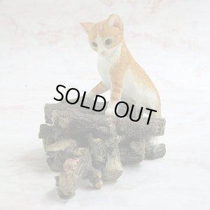 画像1: 【シェラット&シンプソン】猫の置き物 S&S Kitten Climbing on Logs